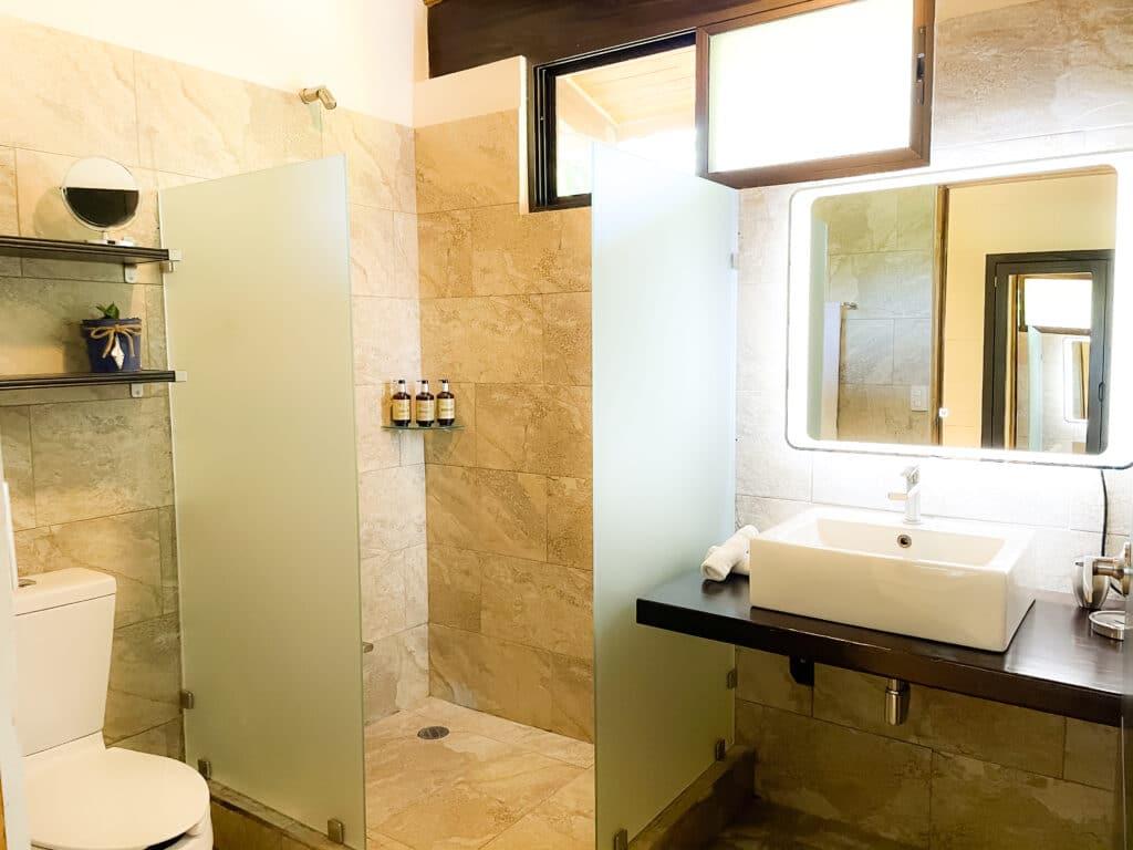Toucan Bungalow Bathroom